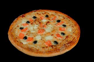 Пицца с лососем и фетой