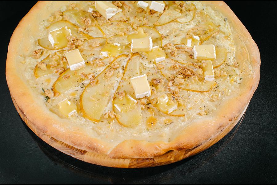 Пицца с грушей и медом